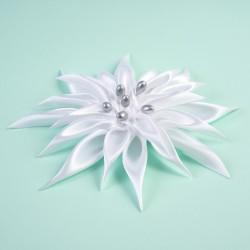 Ozdoba Dahlia bílá se stříbrnými pestíky